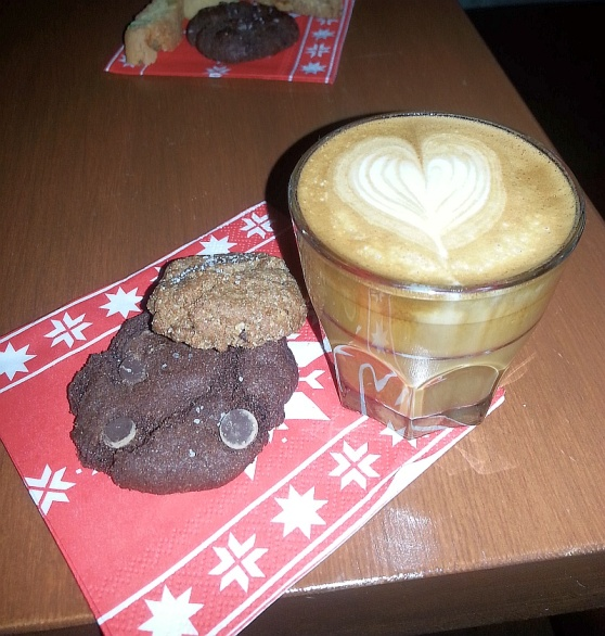 My cortado and cookies at Platform 7