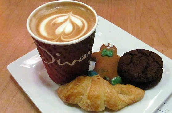 Caffe Divano latin latte with assorted cookies