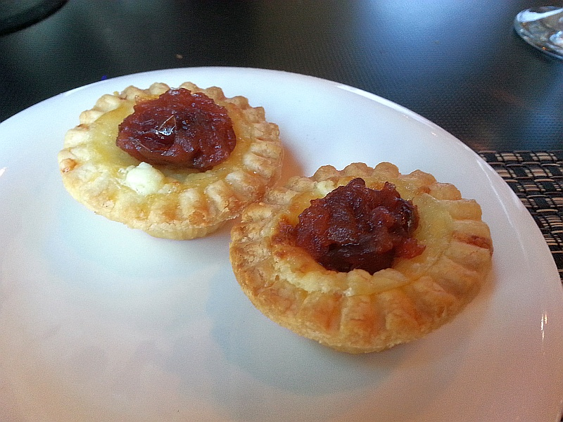 Amuse bouche - Ementhal cheese tart with cranberry compote